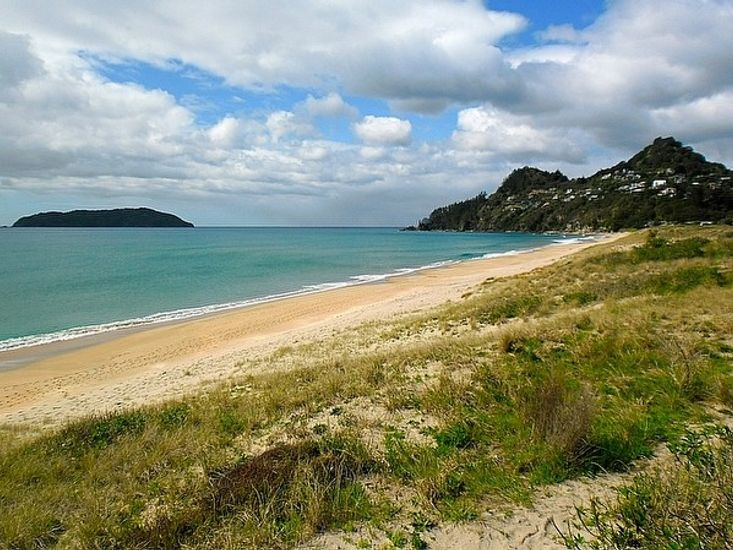 Cosy and Chic on Ocean Beach - Tairua Holiday Home - Beach Views From Section