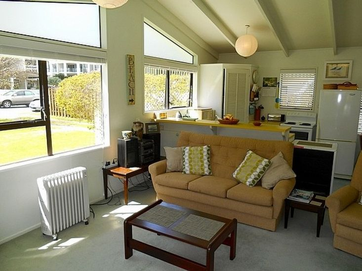 Lounge to Kitchen