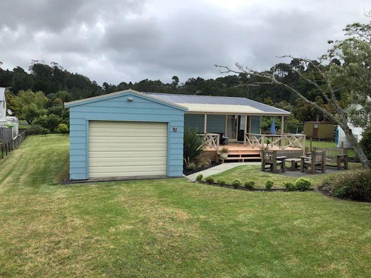 Kiwi Bach at Cooks - Cooks Beach Bach