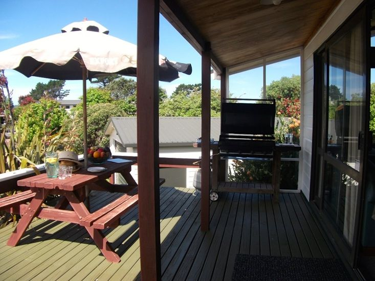 Relax at Pauanui - Pauanui Holiday Home - Outdoor Living
