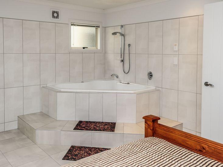 Bedroom 2 with Bathroom