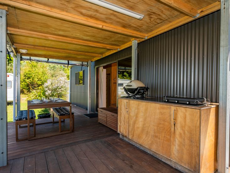 Deck & BBQ area