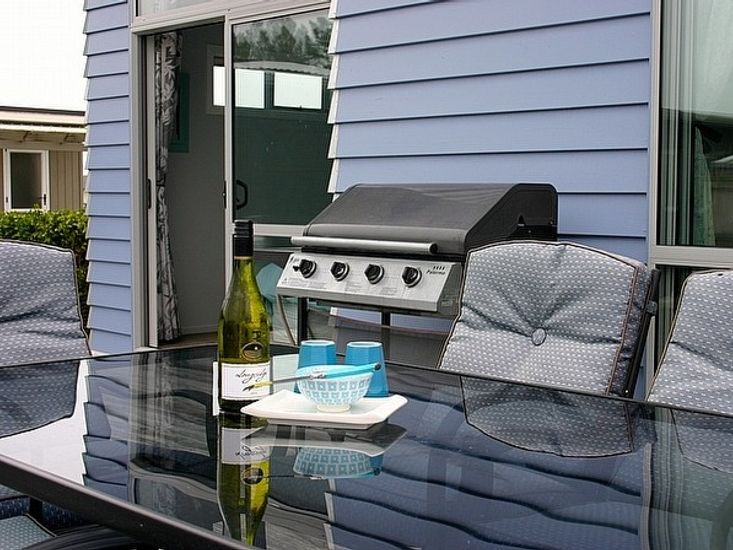 Relaxing on Reel - Waihi Beach Holiday Home