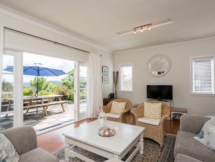 Lounge & Views