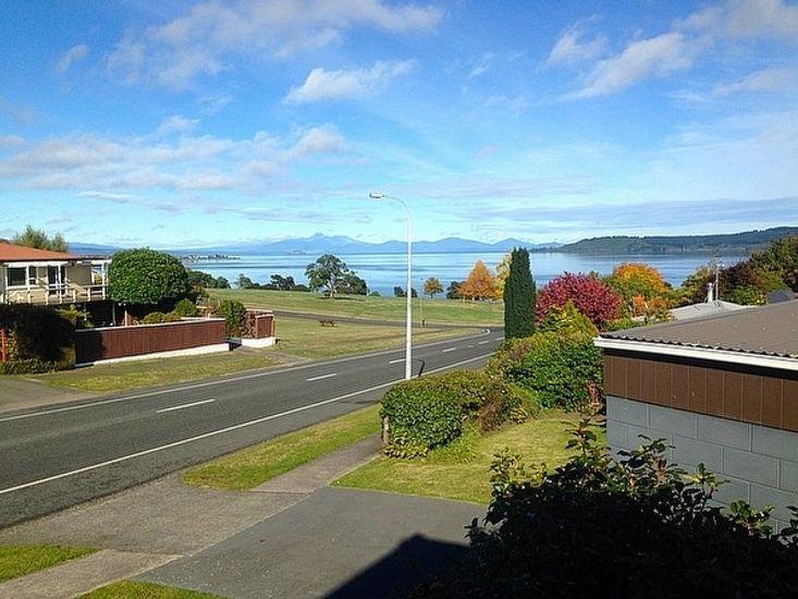 Rhode House - Taupo Holiday Home - Lake Views
