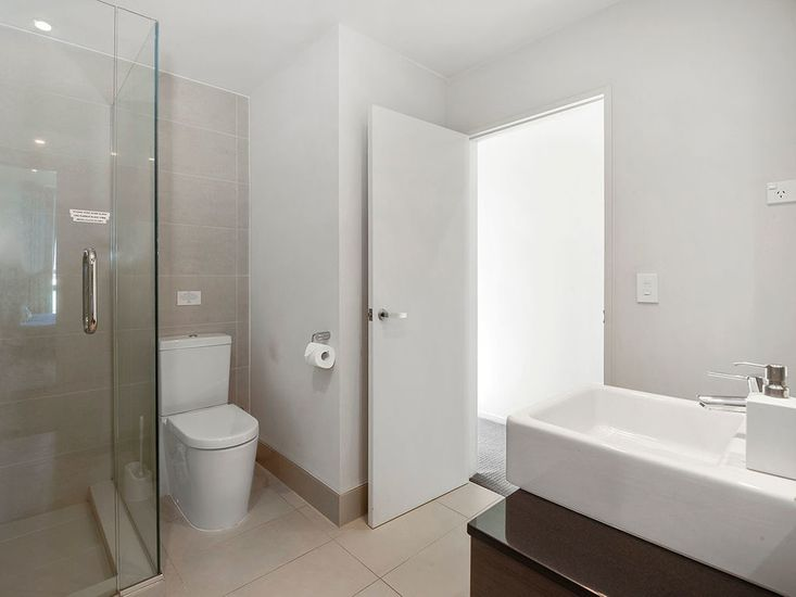 Bathroom 1 - Middle Floor