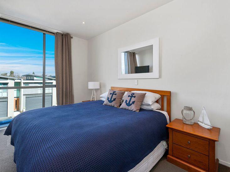 Bedroom 2 - Middle Floor