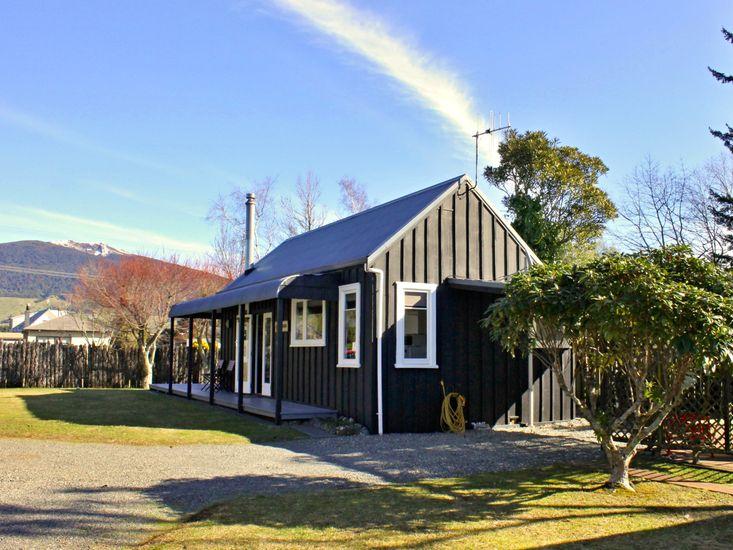Bluehaven Cottage - Turangi Holiday Home