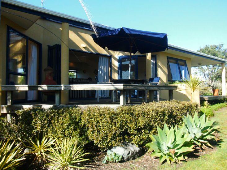 Kowhai Haven - Matarangi Holiday Home