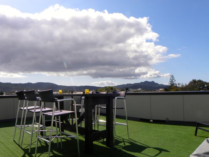 Top Deck Views - Whitianga Holiday Home - Outdoor Living Upstairs