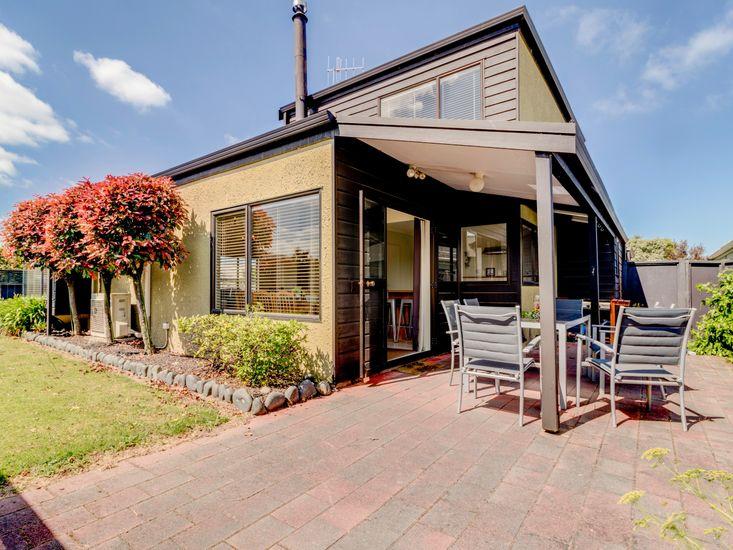 The Nest - Wharewaka Holiday Home - Exterior