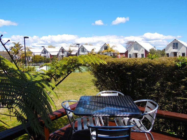 Oak Lodge - Hamurana Holiday Home - Outdoor Living