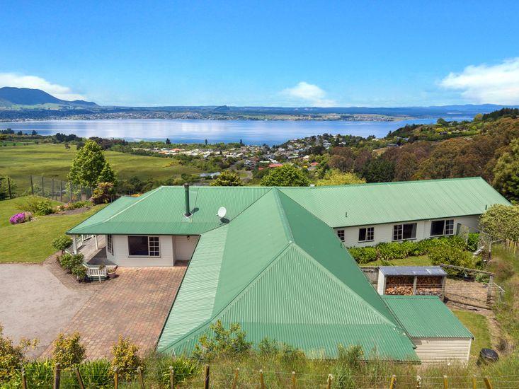 Laketop Retreat - Acacia Bay Holiday Home- Aerial Shot