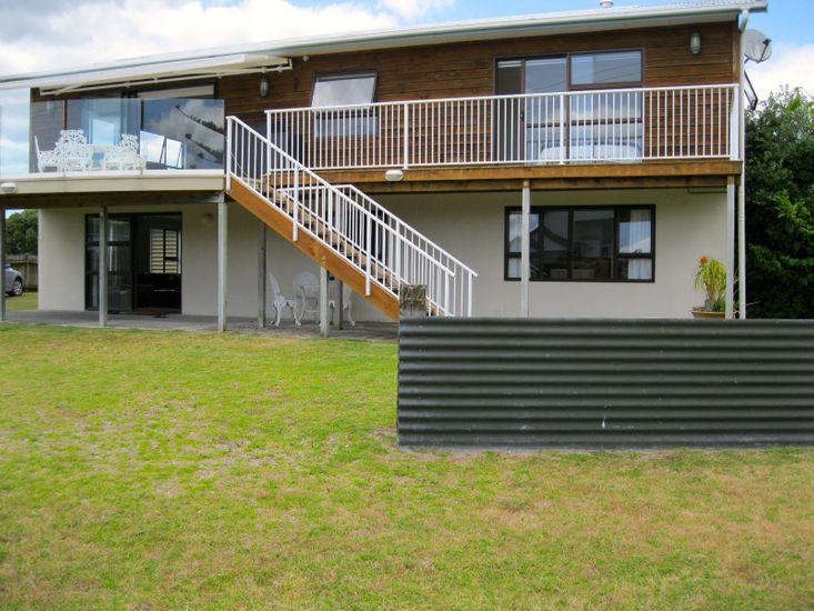 Cooks Beach Gem - Cooks Beach Holiday Unit - Downstairs Only