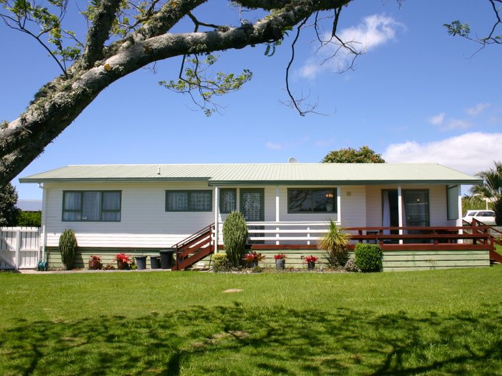 Waihi Getaway - Waihi Beach Holiday Home