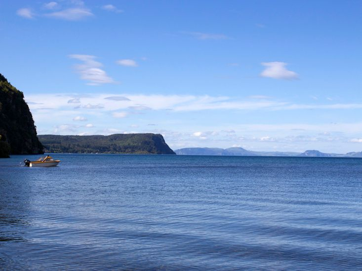 Lakefront at Kuratau - Kuratau Bach