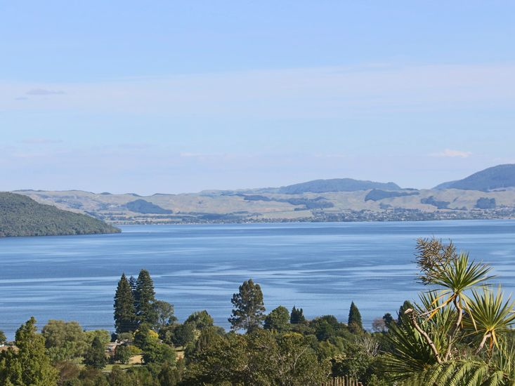 Hamurana Haven - Hamurana Holiday Home - Lake Views