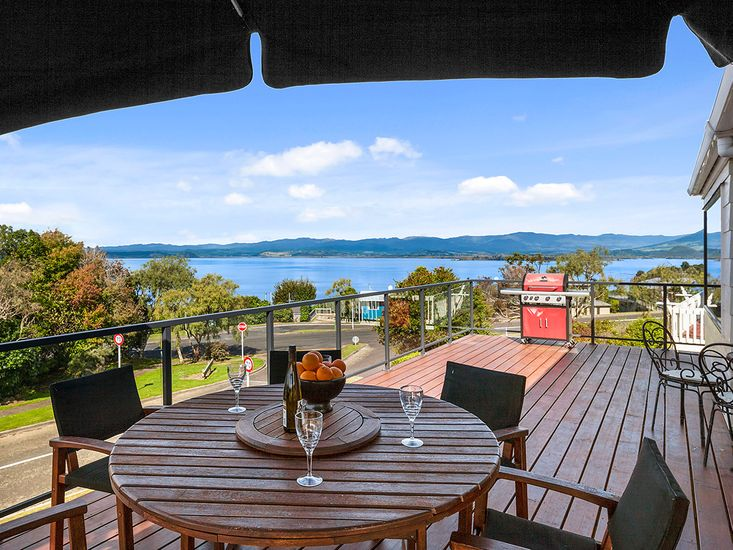 Outdoor dining - BBQ & Views