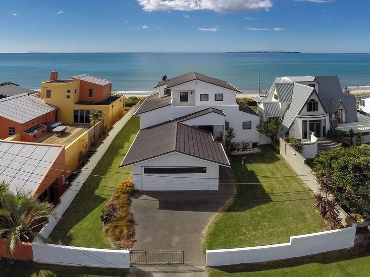 Papamoa Beachfront - Papamoa Holiday Home