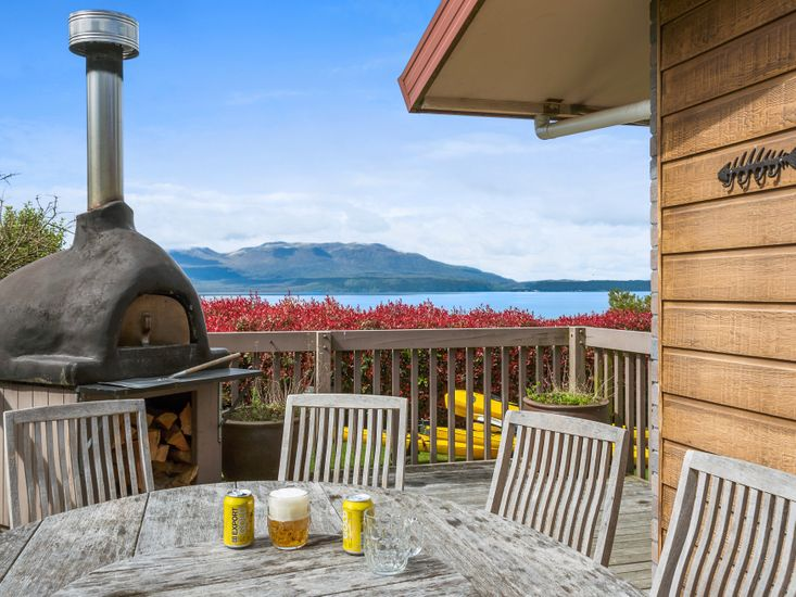 Lakeside Escape - Lake Tarawera Holiday Home