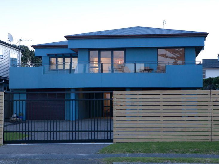 Beachside Blue Marine - Mt Maunganui Holiday Home