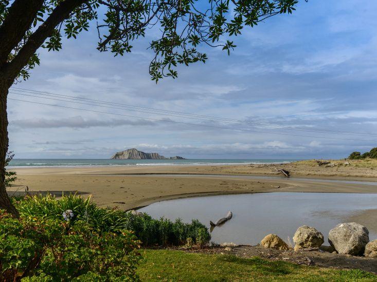 Beachfront Beauty - Waimarama Holiday Home