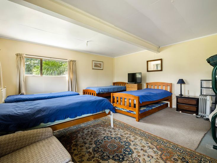 Bedroom 4 - 4 Singles, 1 Single Bunk