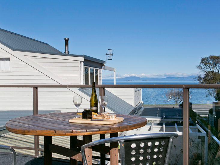 Lake Terrace Taupo - Taupo Holiday Home