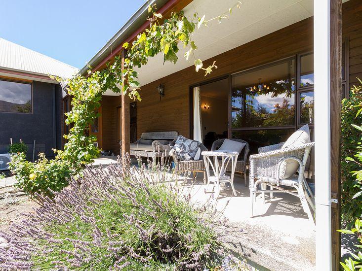 Entrance / Front porch