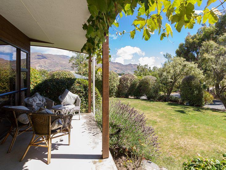 Relax at Wanaka - Wanaka Holiday Home