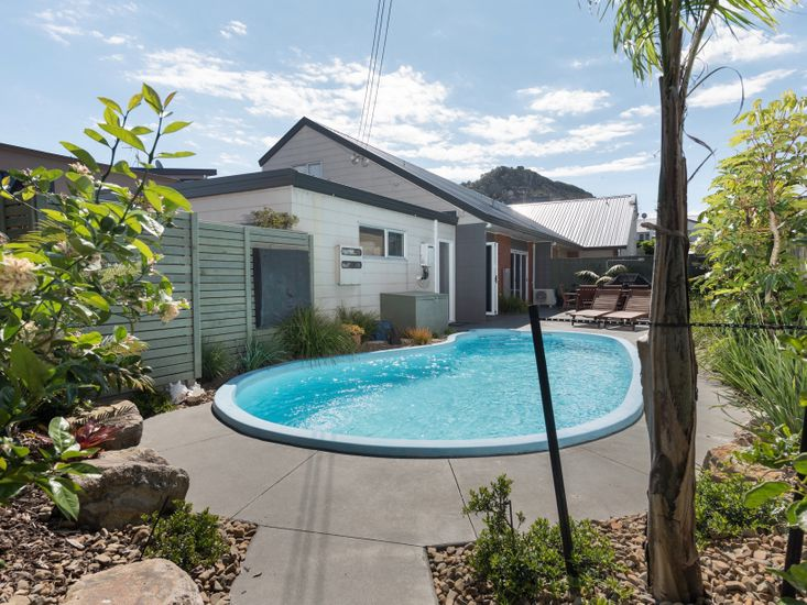 Poolside at The Mount - Mt Maunganui Holiday Home
