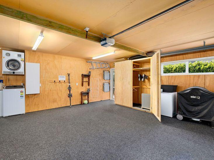 Garage & Drying room