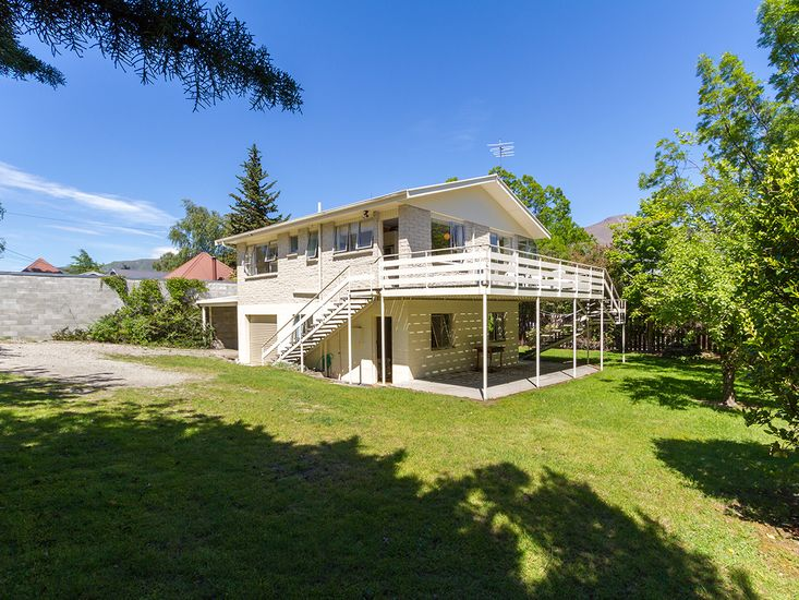 Beacon Point Beauty - Wanaka Holiday Home