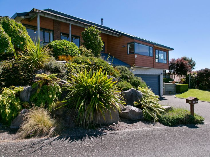 Central Lake Escape - Taupo Holiday Home