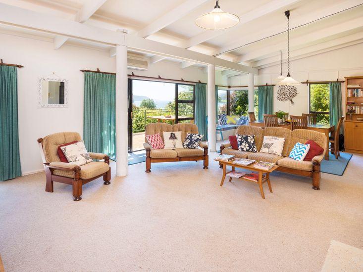 Lounge, Dining - Upstairs
