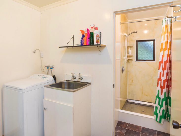 Bathroom 2 / Laundry