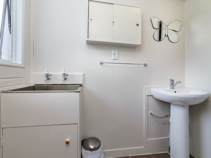 Bathroom 1 - Level 1