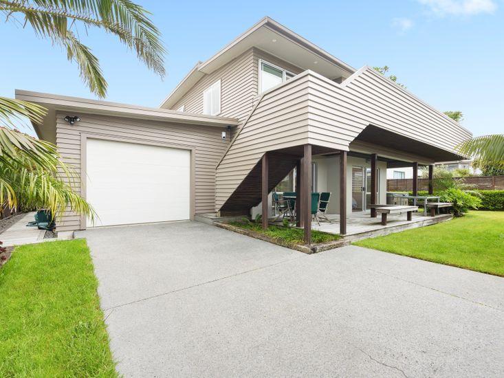 Komaru Beach House - Mt Maunganui Holiday Home