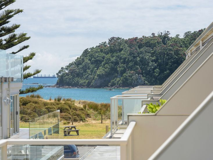 Mt Maunganui Holiday Apartment - Across the Road from The Beach