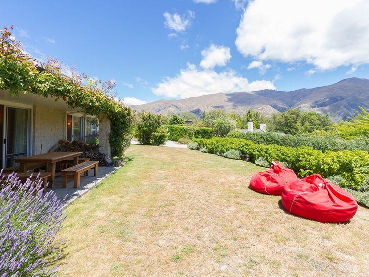 Eely Point Escape - Wanaka Holiday Home