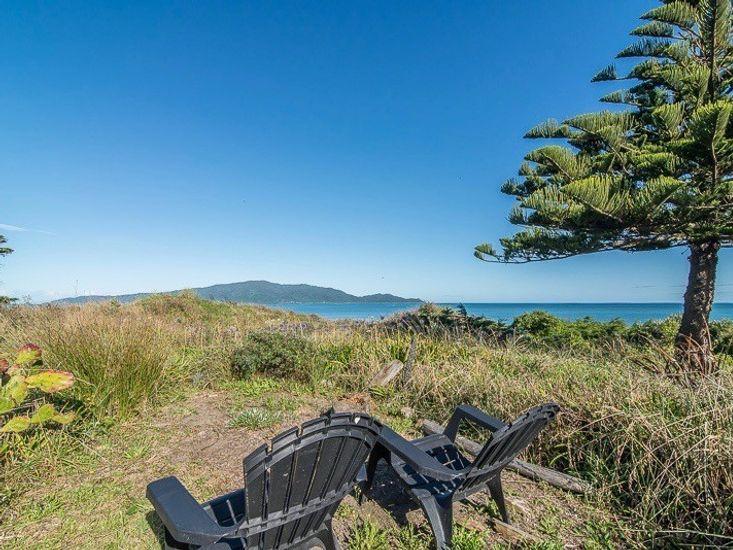 Beachfront Getaway - Waikanae Holiday Home