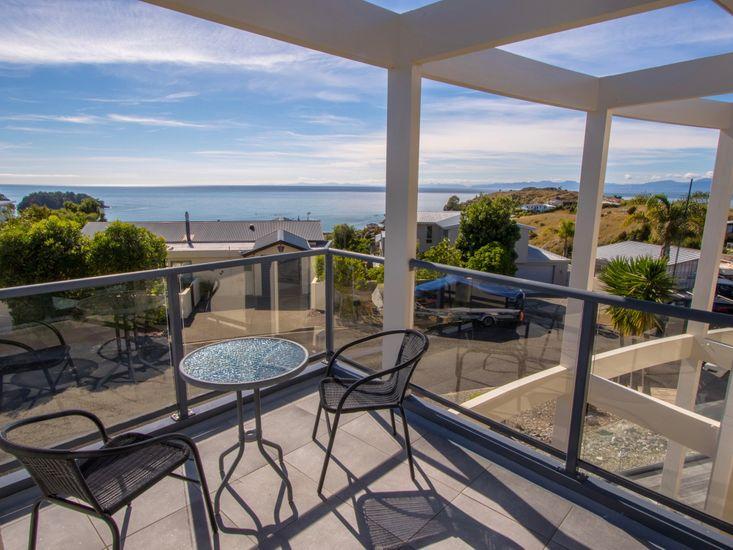 Sun, Sea, Sensational - Kaiteriteri Holiday Home - Deck & Views