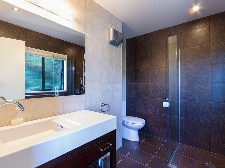 Ensuite - Bedroom 1 - Top Level