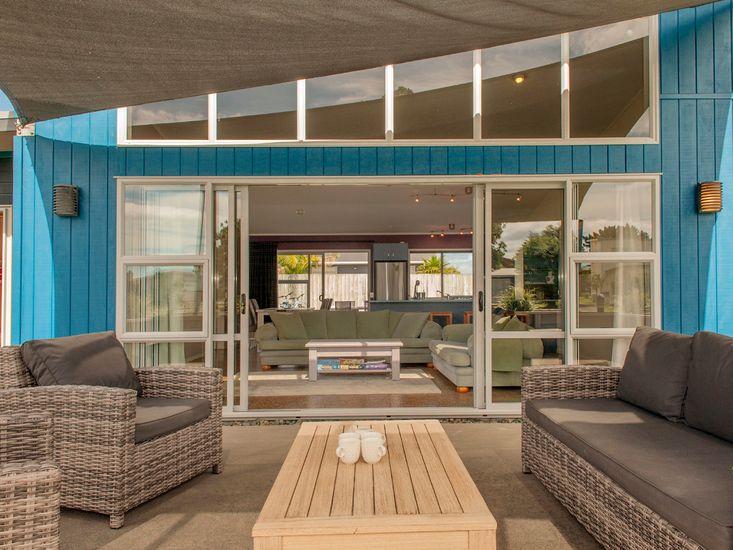 Sands Beach House - Matarangi holiday Home - Outdoor Living
