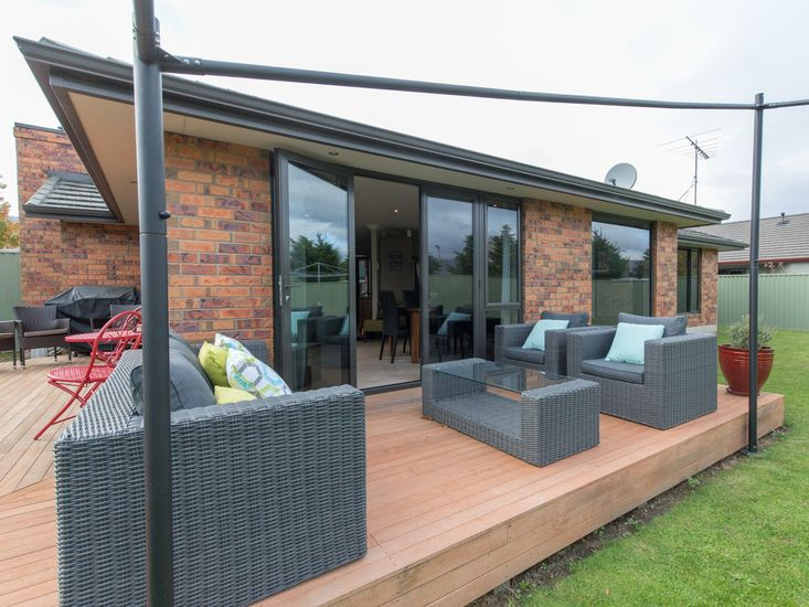 Modern Family Haven - Cromwell Holiday Home - Outdoor Living