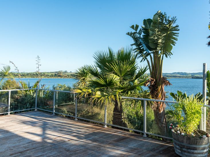 Estuary Views - Mangawhai Holiday Home - Outdoor Living