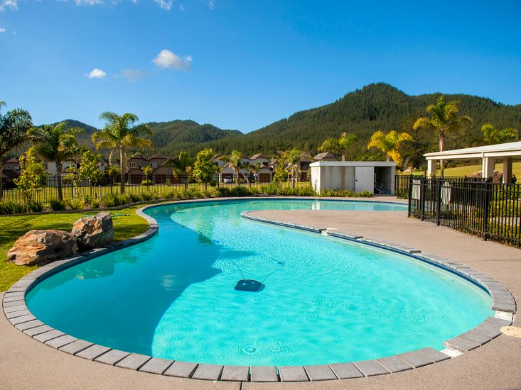 Lakes Escape - Pauanui Holiday Home - On-Site Swimming Pool
