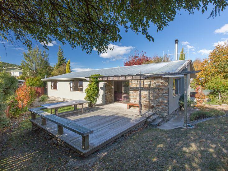 Kowhai Cottage - Wanaka Holiday Home
