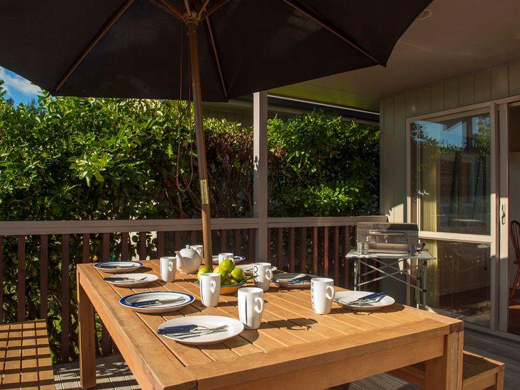 Beach Babe - Matarangi Holiday Home - Outdoor Living