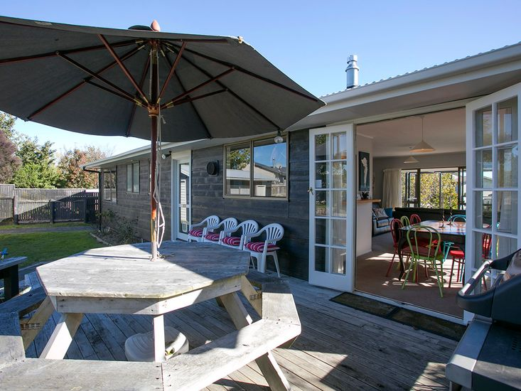 Cute on Kew - Taupo Holiday Home - Indoor/Outdoor Living